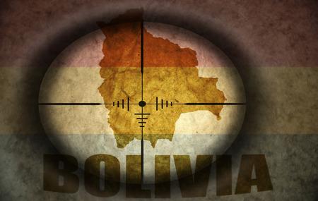 bandera de bolivia: mira telesc�pica dirigido a la bandera Bolivia �poca y mapa