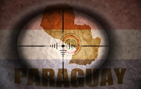 bandera de paraguay: mira telesc�pica dirigido a la bandera Paraguay �poca y mapa