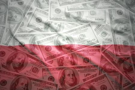 bandera de polonia: colorido agitando bandera polaca en un fondo de dinero americano de dólar Foto de archivo