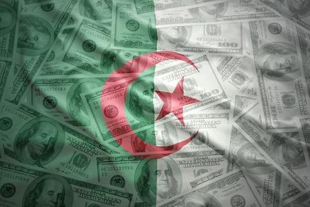 Algierski: kolorowe machając Flaga Algierii na tle pieniędzy Dolar amerykański