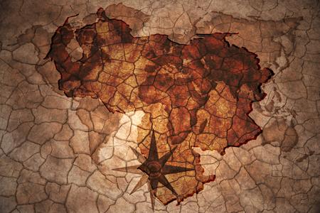 mapa de venezuela: Mapa de Venezuela en la grieta de la vendimia fondo de papel Foto de archivo