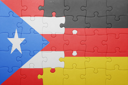 bandera de puerto rico: puzzle con la bandera nacional de Alemania y Puerto Rico. concepto Foto de archivo