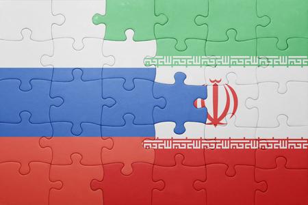 bandera rusia: puzzle con la bandera nacional de Rusia e Ir�n. concepto Foto de archivo