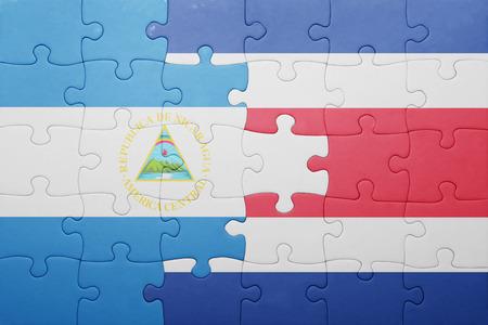 bandera de costa rica: puzzle con la bandera nacional de Costa Rica y Nicaragua. concepto