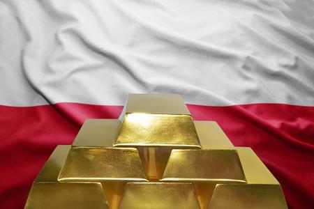 bandera de polonia: shining golden bullions on the polish flag background
