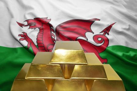 welsh flag: splendente lingotti d'oro sullo sfondo bandiera gallese