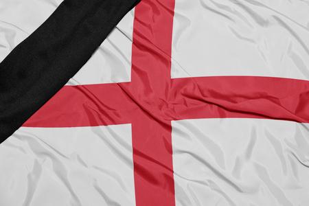 conflictos sociales: ondeando la bandera nacional de Inglaterra Foto de archivo