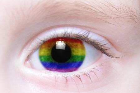 bandera gay: el ojo del ser humano con el arco iris bandera gay