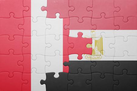 bandera peru: puzzle con la bandera nacional de Per� y Egipto. concepto Foto de archivo