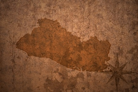 mapa de el salvador: Mapa de El Salvador en un fondo de papel viejo grieta de la vendimia