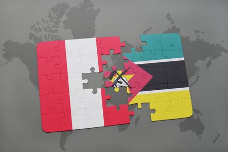 Rompecabezas con la bandera nacional de Perú y Mozambique sobre un fondo de mapa del mundo. Ilustración 3D Foto de archivo - 76545277