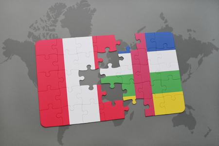 Rompecabezas con la bandera nacional de Perú y la República Centroafricana sobre un fondo de mapa del mundo. Ilustración 3D Foto de archivo - 76544863