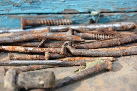 rusty nail: Rusty Nail y tornillos  Foto de archivo