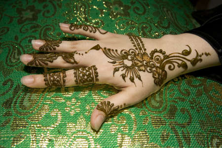 arab people: Beautiful wet henna design on a Muslim woman�s hand