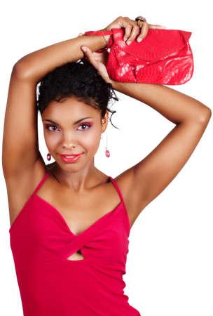 belle femme africaine en robe rose lever les bras avec confiance - ne pas isolée.