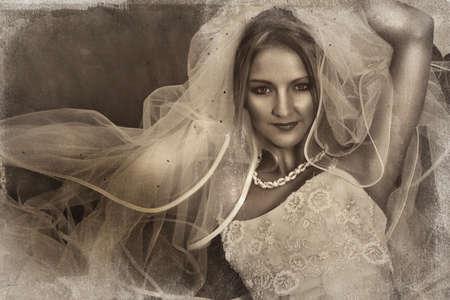 hermosa novia con gran velo y seda vestido sobre fondo de grunge con detalle de la textura de la boda.