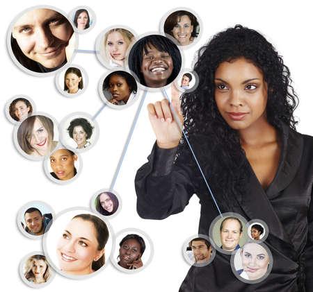 Ilustración de una joven empresaria estadounidense ordenar su red social de amigos y clientes. Foto de archivo