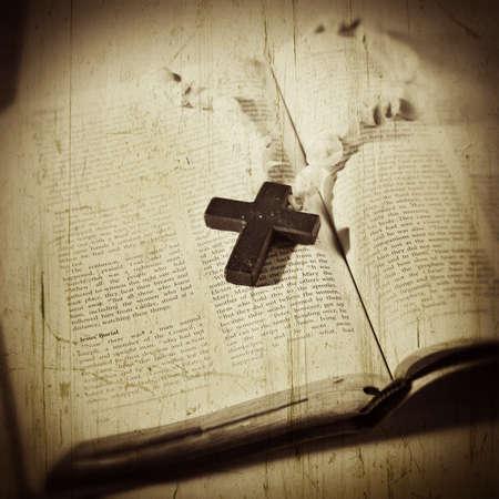 ルーク: クロス オープン聖書