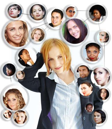 illustration de la jeune femme d'affaires heureuse avec son réseau social d'amis et de clients sur fond blanc