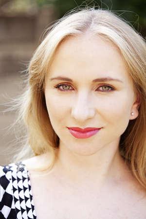 Closeup portrait d'une jeune femme heureuse souriant. Banque d'images
