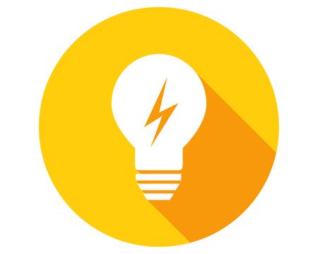 Ampoule avec symbole de foudre. Icône cercle dans un design plat avec une longue ombre. Banque d'images - 78842436