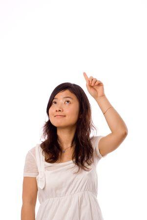 ragazza che indica: ragazza cinese che punta verso il cielo in mano sinistra Archivio Fotografico