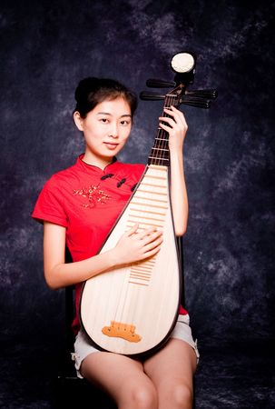 lute: Chinese lute player in red shirt on performance