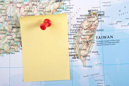 Yellow Note and red pin on map of Taiwan Stock Photo
