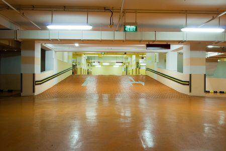 地下駐車場ガレージ現代のインテリア