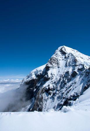 夏のスイスの雪山の頂上