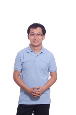 ブルーのポロシャツに自信を持って中国の若い男性