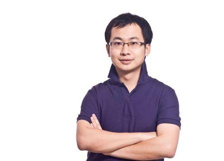 分離された紫色のポロシャツで、アジアの若い男性 写真素材