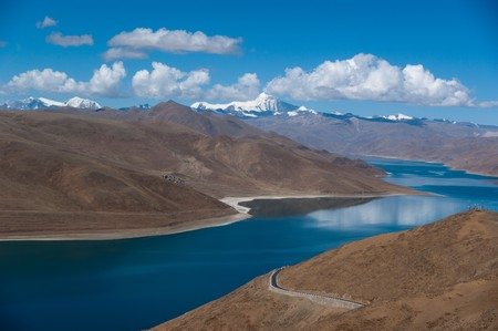 Blue lake with surrounding mountains in great tibet area Stock Photo - 7441196