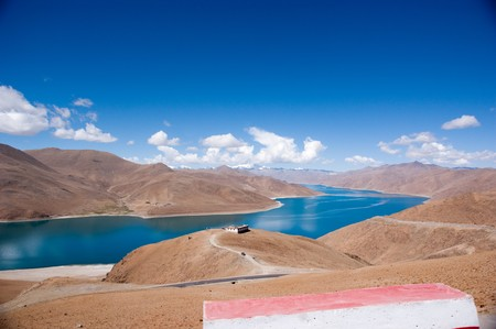 Blue lake with surrounding mountains in great tibet area Stock Photo - 7530574