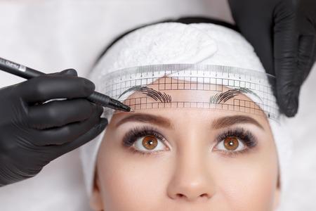 Permanent makeup eyebrows. Foto de archivo
