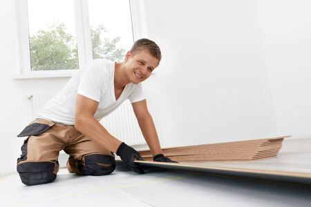 Professional flooring installation - laying a new laminate with a wooden pattern Standard-Bild