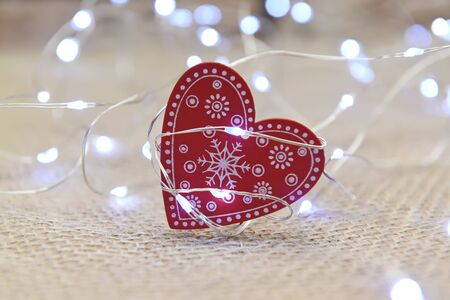 The heart of a tree with a pattern of snowflakes is located in a garland