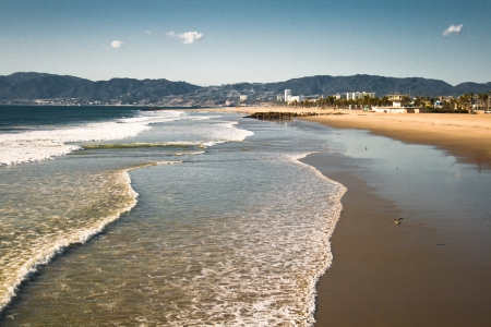 Distant buildings skirt the Venice Beach California skyline. Banco de Imagens