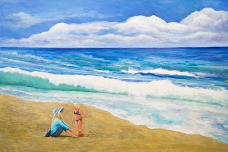 chateau de sable: Une petite fille construit un ch�teau de sable et parle � sa m�re � la plage.