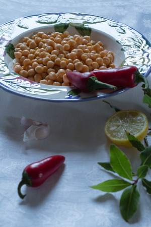 vegetable tin: chickpeas in a bowl