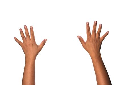 alzando la mano: mostrar las manos