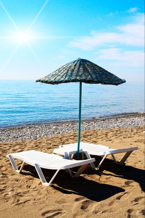 Parasol and splendid sun over a beach. Stock Photo - 5080405
