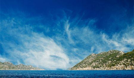 Belle mer turquoise et ciel bleu. Banque d'images
