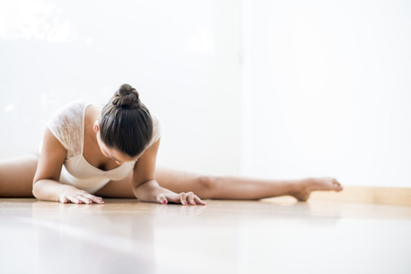 alegre: Beautiful girl doing  ballet and yoga in a white scenary Stock Photo