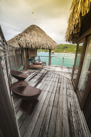 Luxury resort. Cute bungalow on the water, amazing view, beautiful coral under transparent water. Terrasse