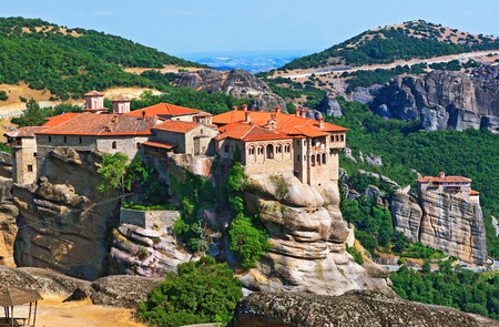 The Holy Monastery of Varlaam is the second largest monastery in the Meteora complex of Greek Orthodox monasteries. It was built in 1541 and embellished in 1548. Trikala, Greece Imagens