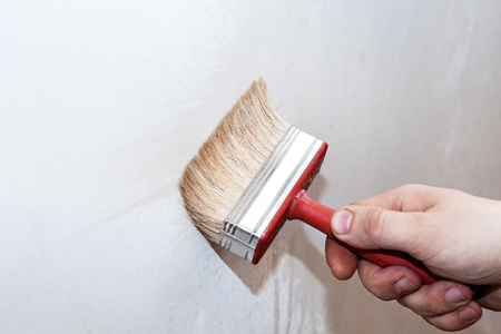 Priming of the wall with a brush