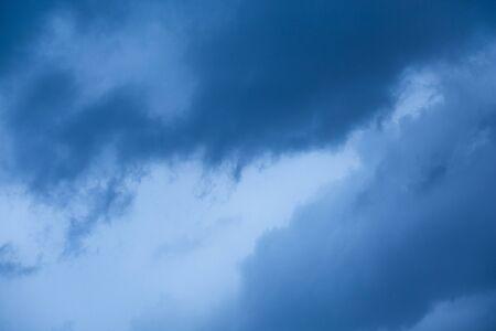 Dark sky with gloomy storm clouds Imagens