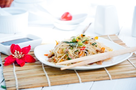 lo mein: bowl of noodles with vegetables, Chinese noodles
