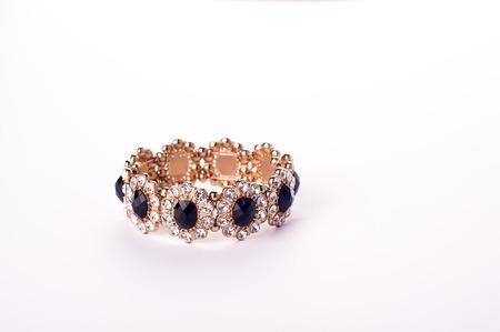 diamante negro: pulsera con diamantes y piedras negras aisladas